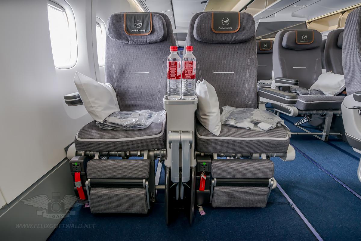 Lufthansa 747 8 Sitzplan Premium Economy Wroc Awski