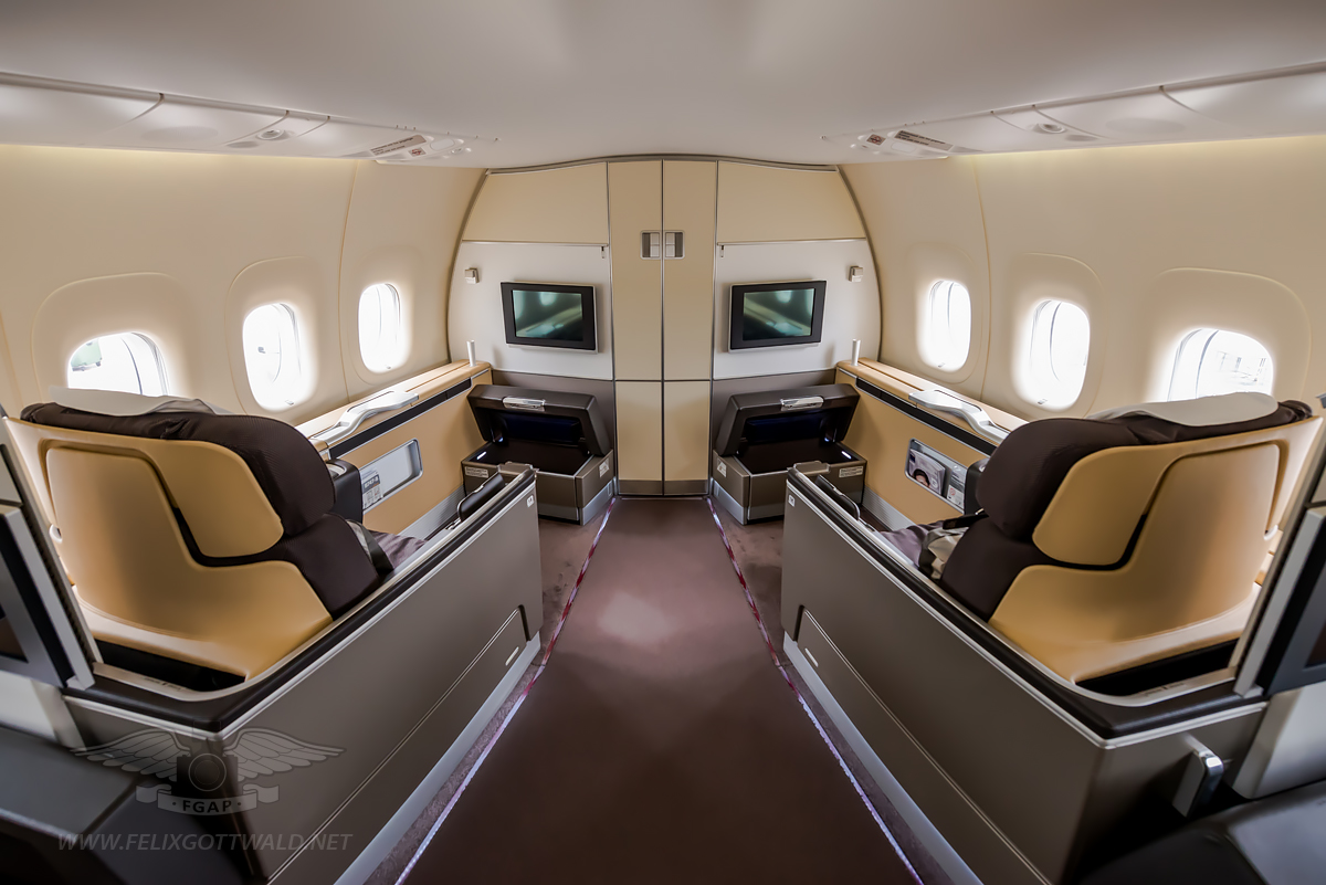 Inside the lufthansa boeing 747 8i for Boeing 747 8 interieur